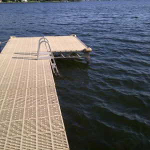 CanadaDocks standing dock with ladder and bumpers
