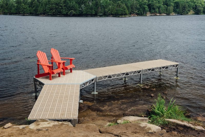 CanadaDocks standing dock with 4x8 ramp, hexagon and ThruFlow Decking