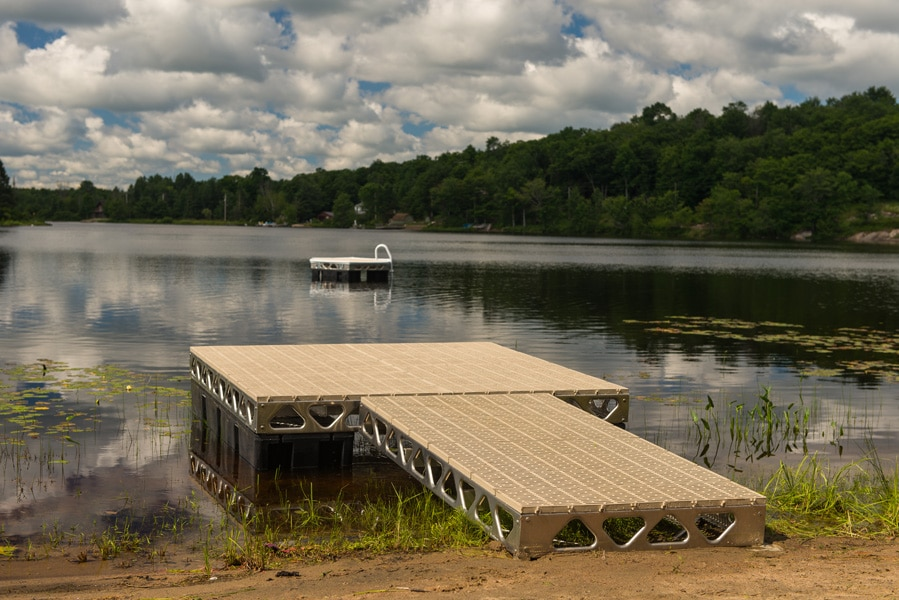 CanadaDocks 8x8 floating dock with ramp and floating island