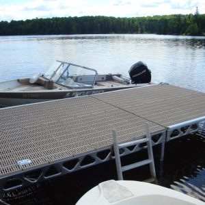 CanadaDocks standing dock with Legend boat moored on it