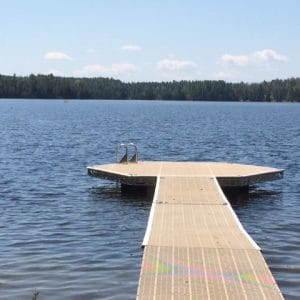 CanadaDocks dock with a floating hexagon dock end and ladder
