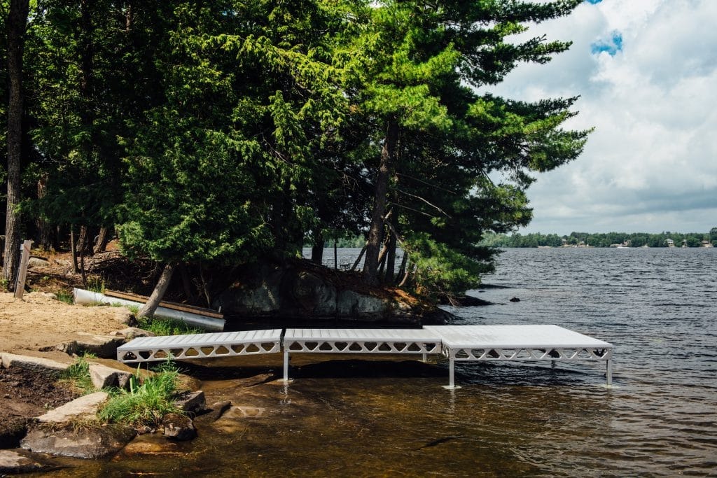 CanadaDocks Standing dock with Non slip Alpha Decking
