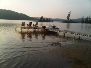 CanadaDocks Standing dock with boat and muskoka chairs